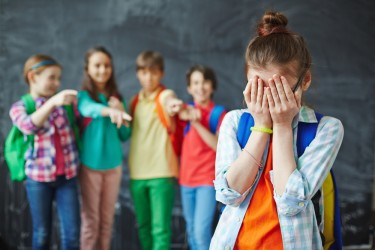 Pesquisa indica relação entre bruxismo e bullying verbal em adolescentes