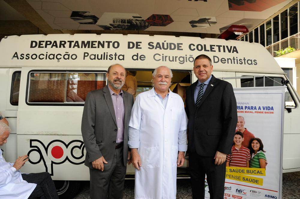 APCD celebra Dia do Cirurgião-Dentista com ação social na Avenida Paulista