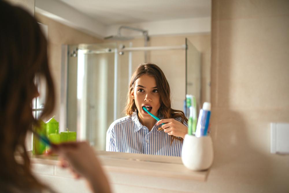 Estudo mostra que escovar os dentes pode reduzir 20% risco de câncer de esôfago